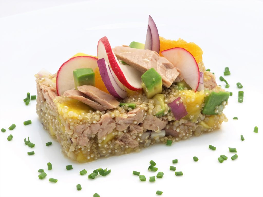 Salát squinoou, mangem atuňákem