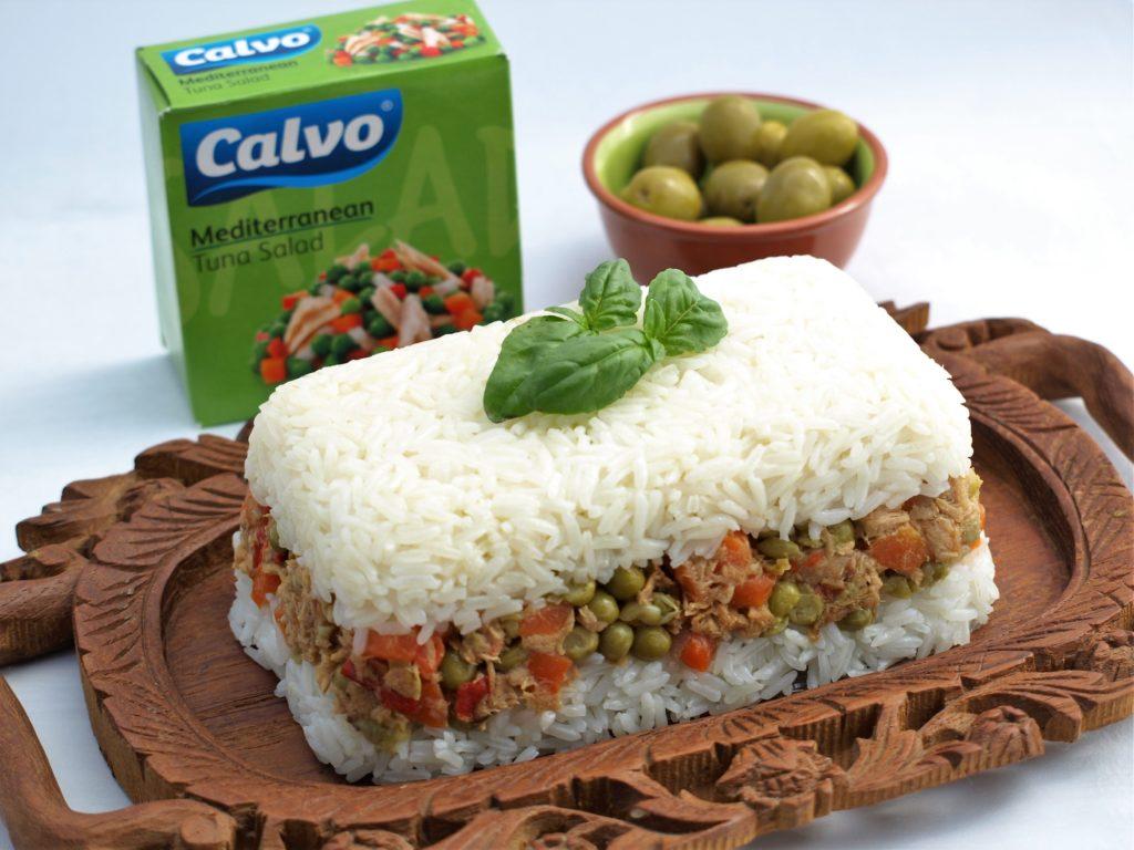Slaný rýžový koláč se středomořským salátem