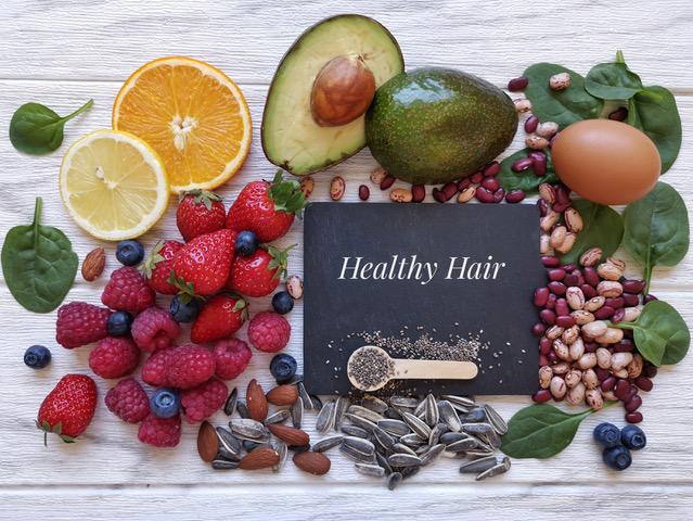 Top potraviny pro zdraví vašich vlasů