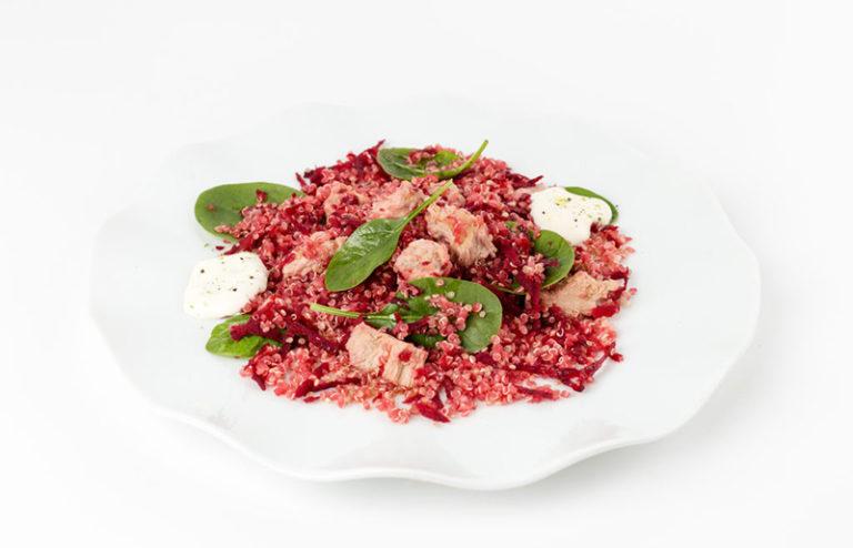 Quinoa sčervenou řepou, špenátem atuňákem